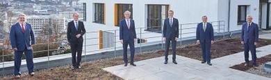 Roger Kehle auf der Dachterrasse des Gemeindetags mit den Vizepräsidenten und Steffen Jäger